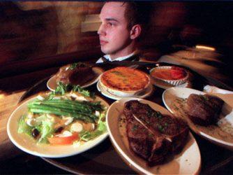 Inilah Alasan Jangan Pernah Galak Sama Pelayan Restoran